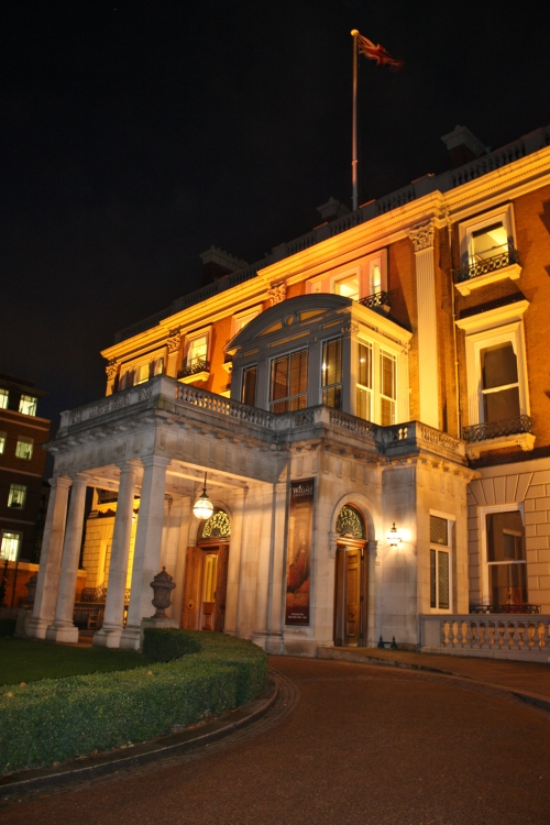 Hertford House (Wallace Collection) at night