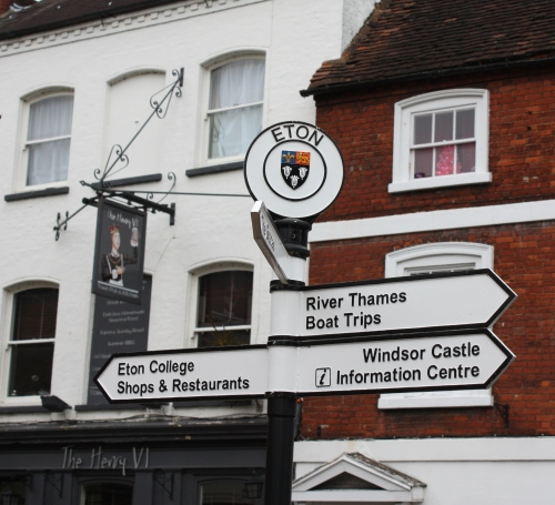 Directional sign in Eton