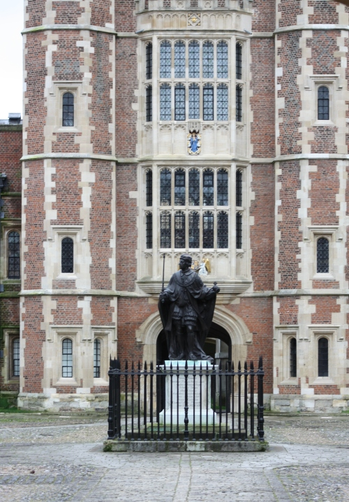 Henry VI Statue in Eton College Courtyard