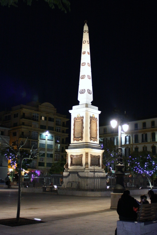 Statue at PLaza de la Mercer