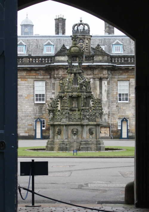 Edinburgh: Holyroodhouse Palace & Abbey Ruins
