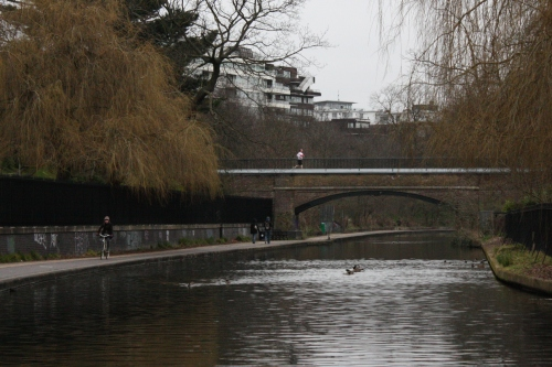 Runners, Cyclists and Walkers along Regents Canal