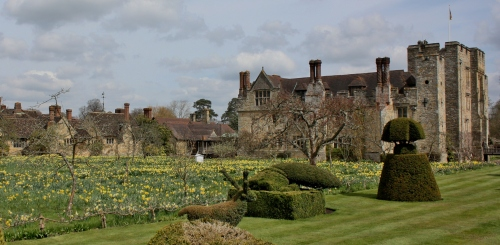 Hever Castle with rental cottages in the backgound
