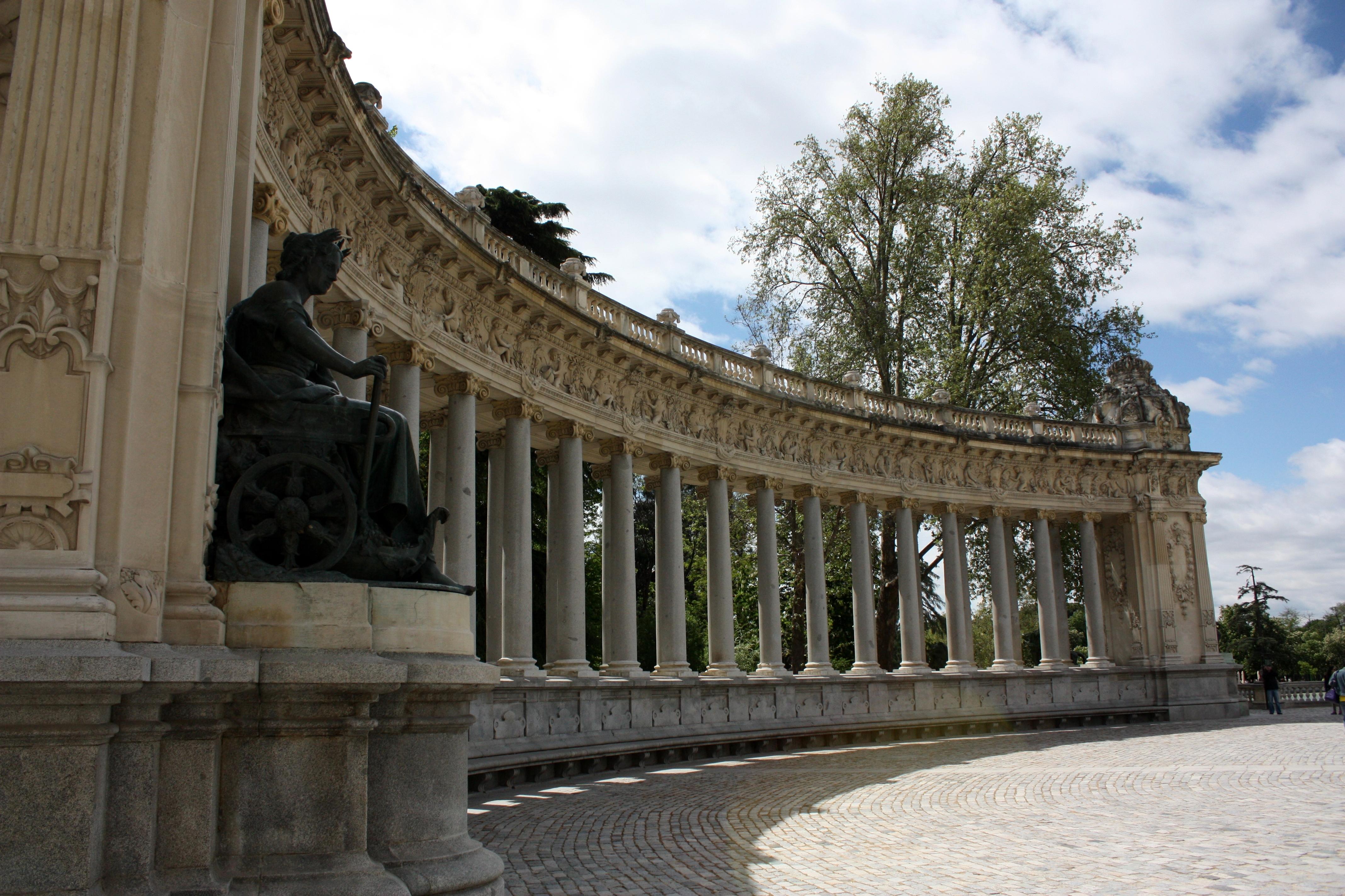 Madrid saturday in parque del buen retiro displaced for Parque del retiro madrid