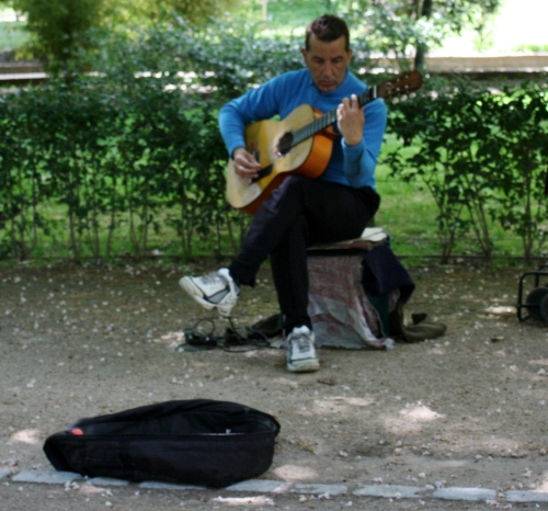 Spanish Guitar music in Parque del Buen Retiro, Madrid