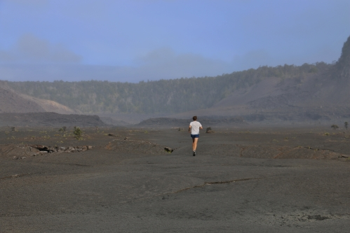 hawaii-kilauea-iki-trail-volcanos-national-park-runner-along-the-trail